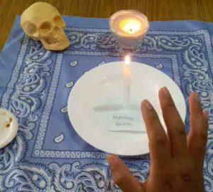 hechizo-de-la-santa-muerte-para-alejar2